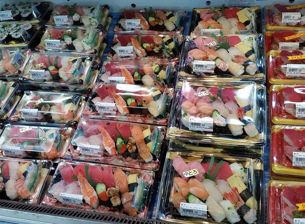 新鮮な魚をその場でお寿司に