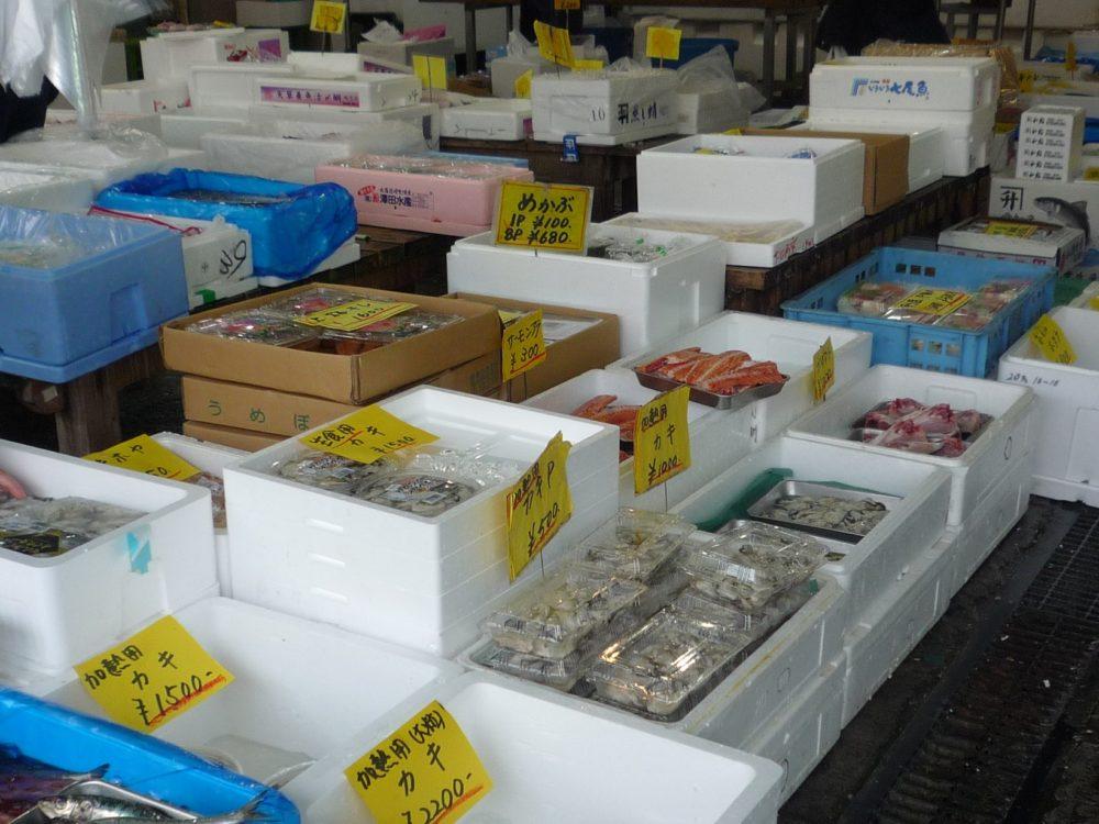 鮮魚は様々な商品を準備